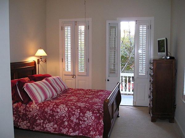 charleston-cottage-bedroom